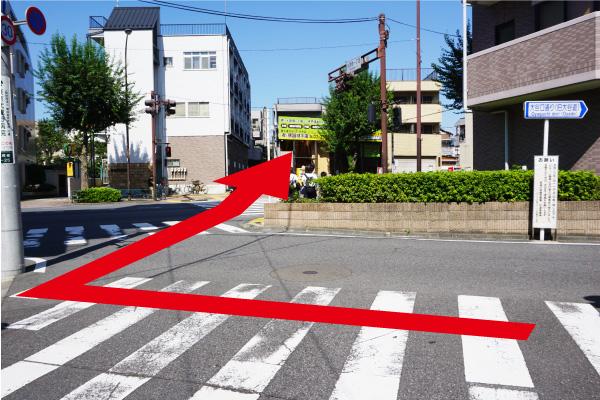 大通り(環七通り)を横断して、右折。